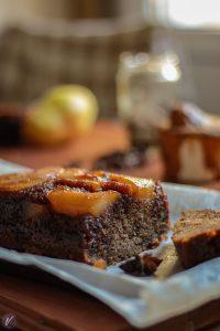 Mirisni kolac sa kruskama i cimetom