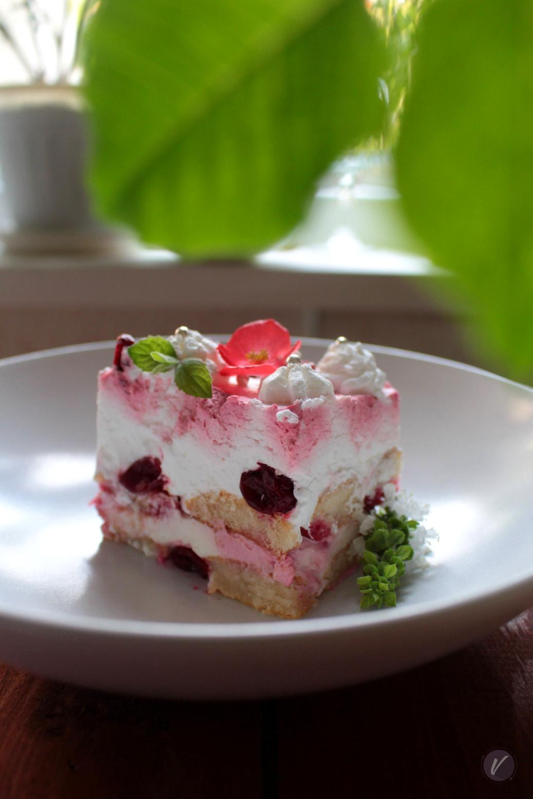 Brz i jednostavan recept za kolac sa piskotama i vocem