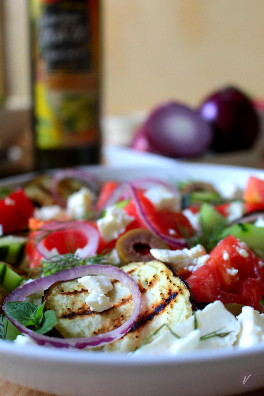Salata sa grilovanim patlidzanom i maslinovim uljem