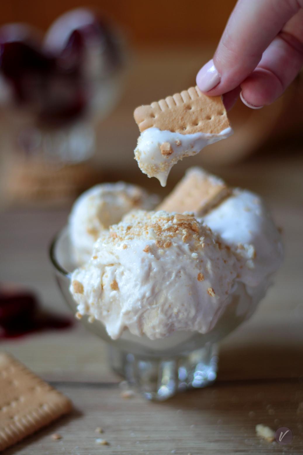 Kremasti sladoled sa kiselom pavlakom i keksom