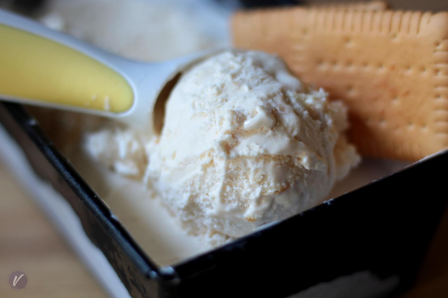 Kremasti sladoled sa kiselom pavlakom