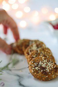 Hrskavi krekeri sa susamom i čija semenkama