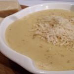 Kremasta supa sa belim lukom i parmezanom