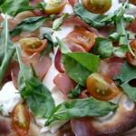 Pica sa pršutom i rukolom