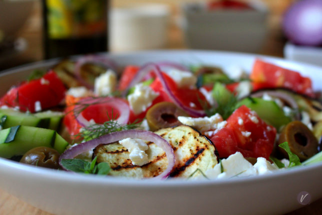 Sveza salata sa grilovanim patlidzanom i maslinovim uljem